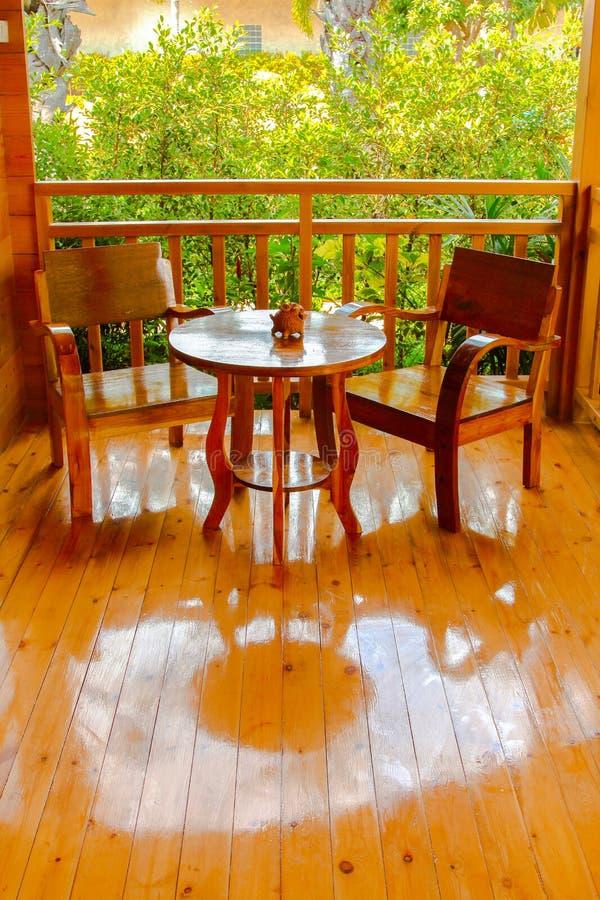 Fond réglé d'arbre de chaise en bois photos libres de droits
