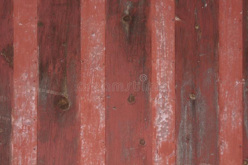 Fond rayé rouge en métal et en bois de cru images stock