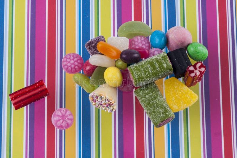 Fond rayé - sucreries de préparation de fruit image stock