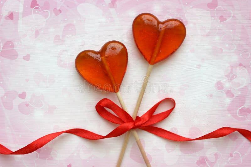 Fond romantique de jour du ` s de Valentine Lucettes sous forme de fin de coeur sur le fond blanc image stock