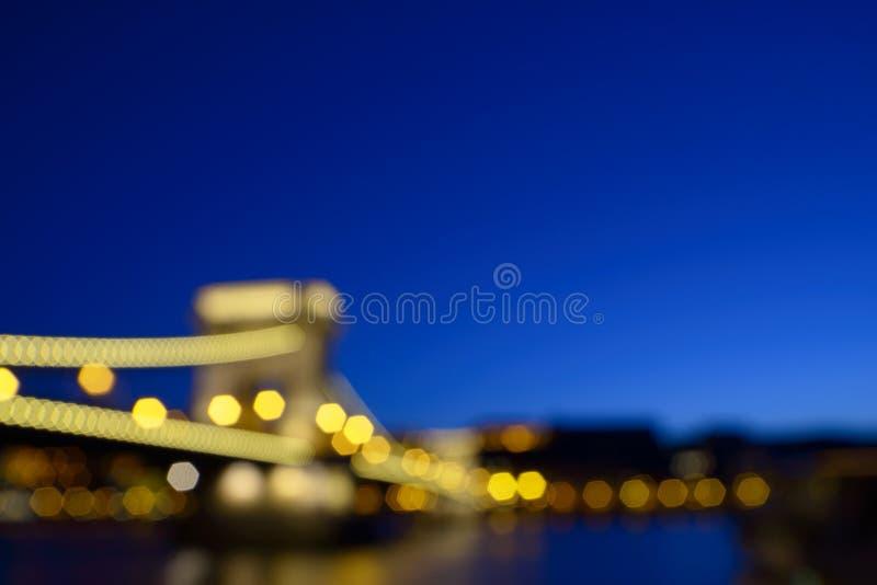 Fond romantique de voyage avec le pont à chaînes brouillé à Budapest image libre de droits
