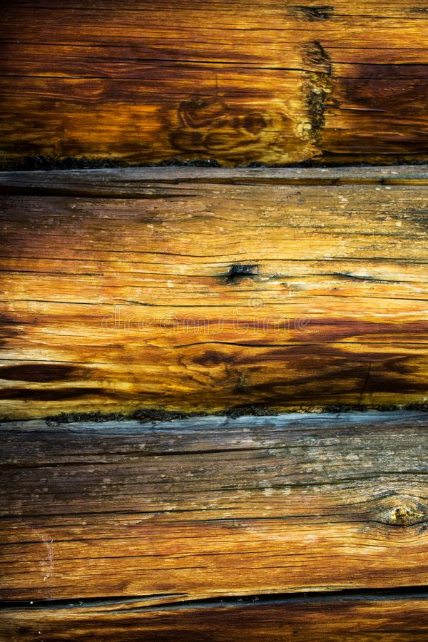 Fond rond de rondins de Brown La texture en bois, vieux rond brun note la texture de fond d'un mur des rondins ronds en bois photographie stock