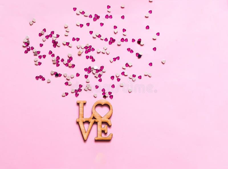 Fond rose de fête avec des paillettes sous forme de coeur Jour de valentines de concept photographie stock