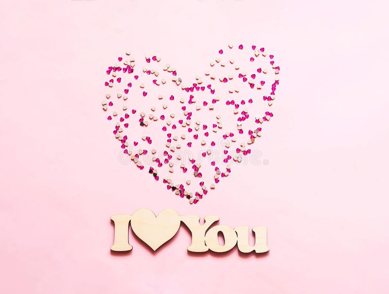 Fond rose de fête avec des paillettes sous forme de coeur Jour de valentines de concept ou jour de mères n image libre de droits