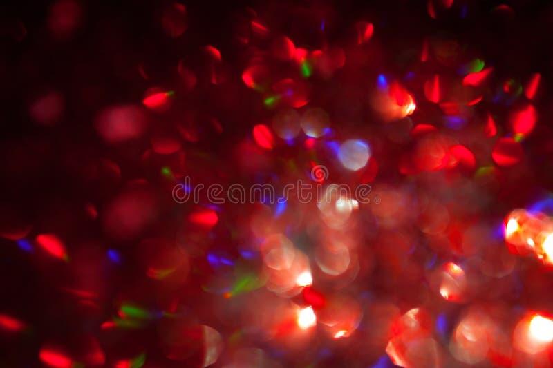 Fond rouge de bokeh avec les lumières Defocused abstraites Tache floue pour Noël, partie, papier peint de vacances photos libres de droits