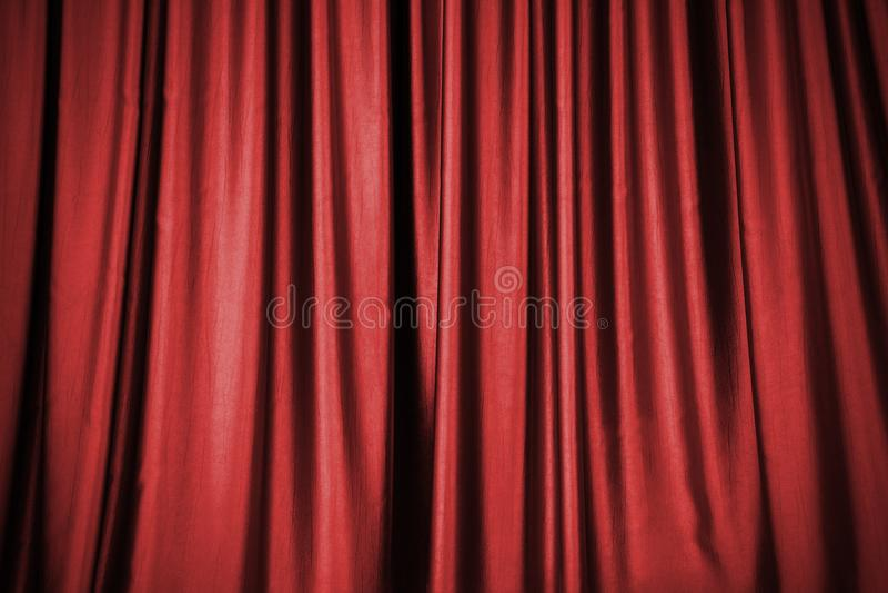 Fond rouge de rideau en étape photos stock