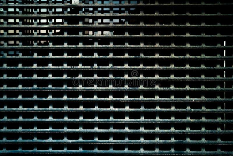 Fond rouillé porté foncé de texture de grille en métal photographie stock