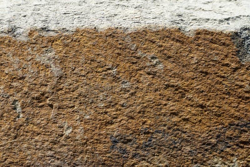 Fond rouill? Fond color? de roche Vieille texture approximative rouillée Fond avec une texture rouge-brun approximative image libre de droits