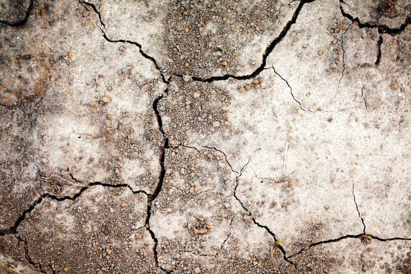 Fond sec de terre de sécheresse Sol criqué, concept chaud de déshydratation de climat image libre de droits