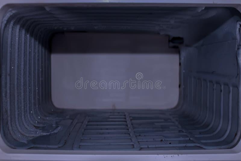 Fond, texture du vieux compartiment vide du réfrigérateur image libre de droits