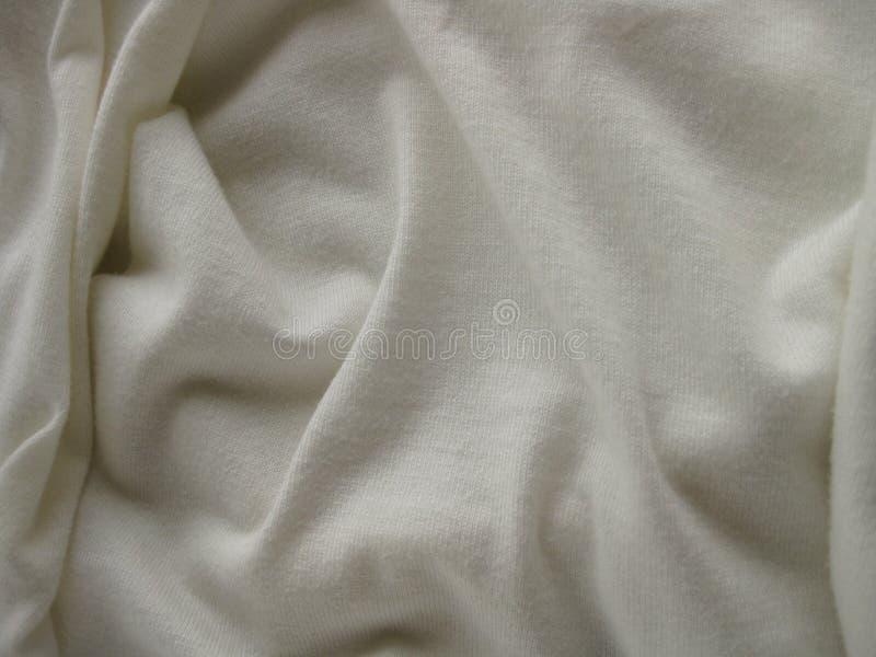 Fond texturisé blanc de tissu avec doux, courbant les plis et l'espace de copie image stock