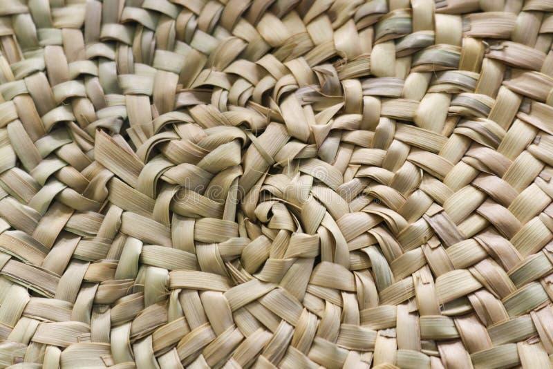 Fond tissé circulaire de paille dans des couleurs de beige et de sable image libre de droits