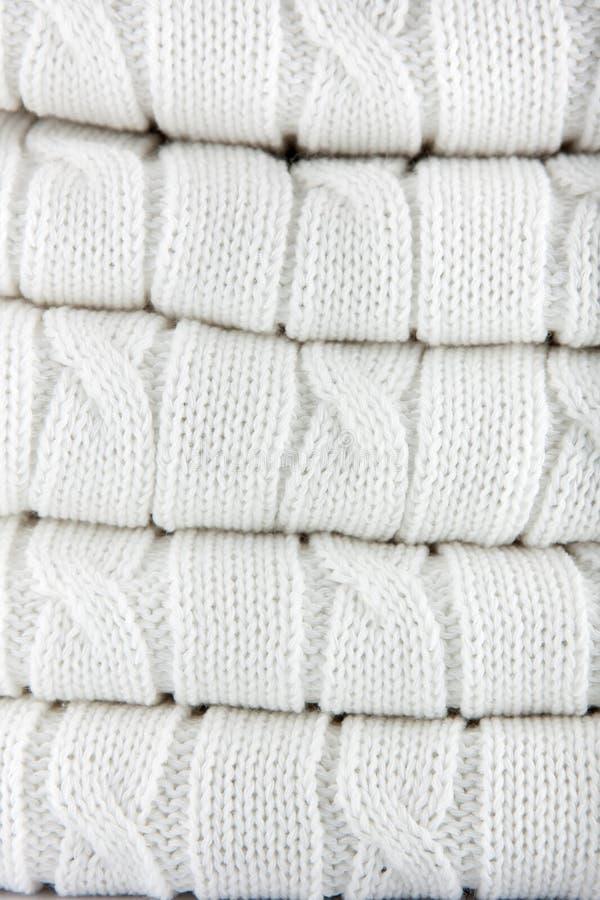 Fond tricoté par blanc photos libres de droits