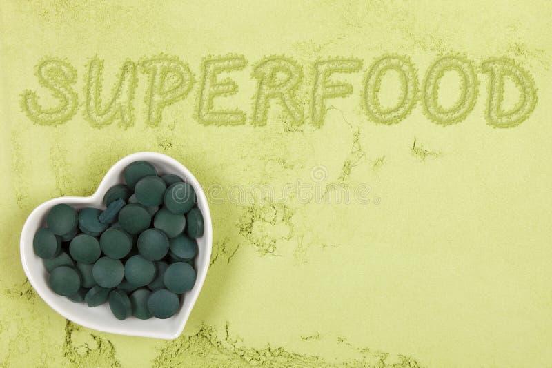 Fond vert de complément alimentaire photographie stock