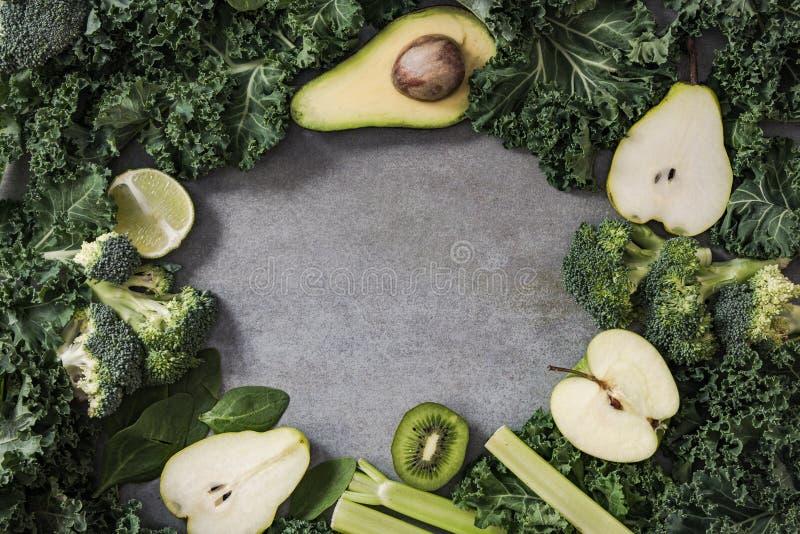 Fond vert de frontière de fruits et légumes photos libres de droits