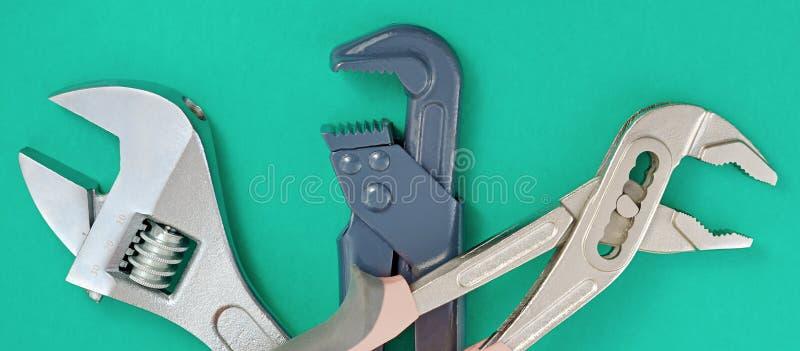 Fond vert de tuyauterie de clé photos libres de droits