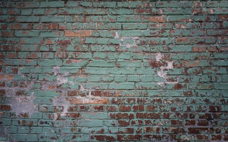 Fond vert et rouge industriel grunge de mur de briques à Kiev, Ukraine photos stock