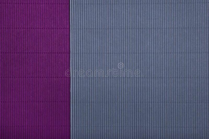 Fond violet de papier g?om?trique texturis? de r?sum? et gris pourpre de couleurs de duo photos stock