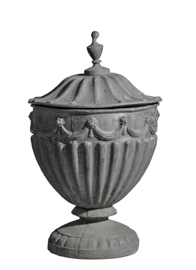 Fonda la vecchia urna del giardino del cavo isolata su bianco immagine stock libera da diritti