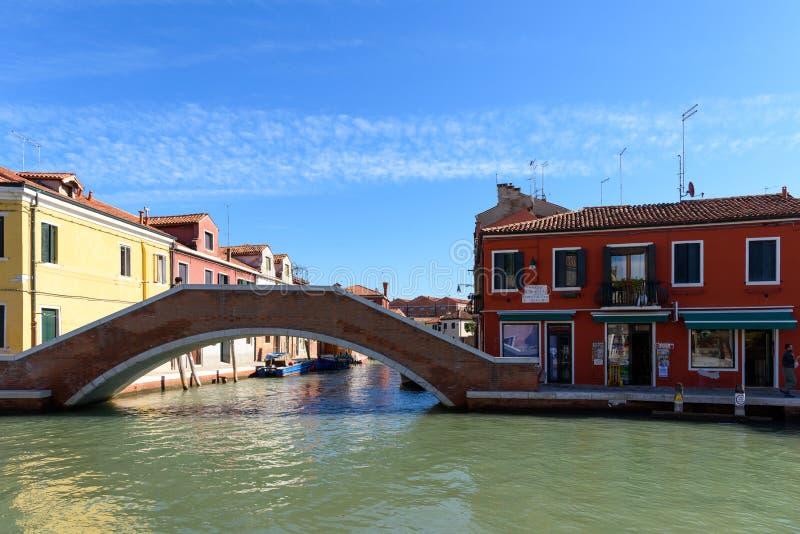 Fondamenta Antonio Maschio tillsammans med San Donato, Murano, Venedig, Italien arkivfoton