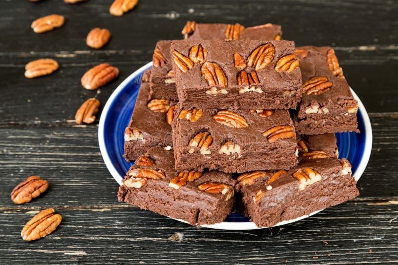 Fondant de chocolat avec des noix de pécan photos stock