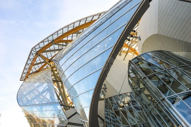 Fondation Louis Vuitton - современная архитектура стоковые фото