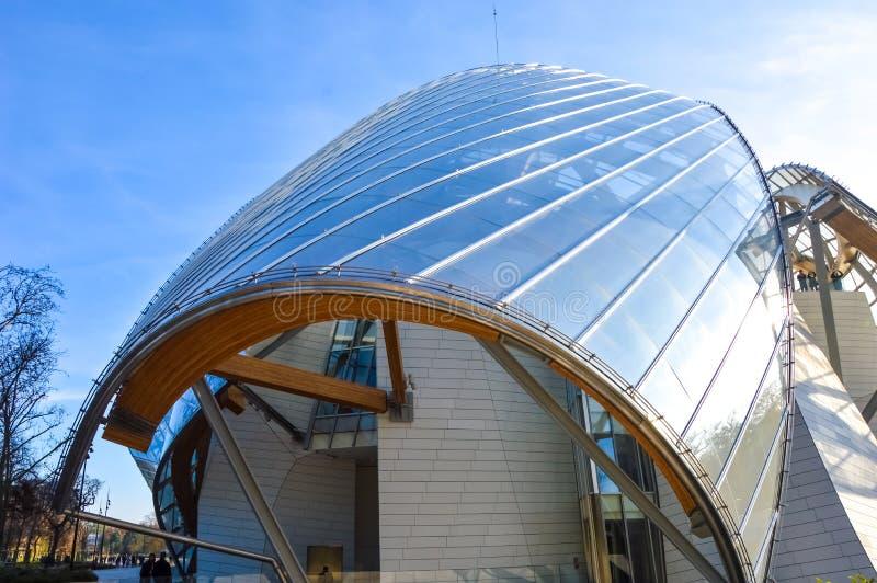 Fondation Louis Vuitton - современная архитектура стоковые фотографии rf