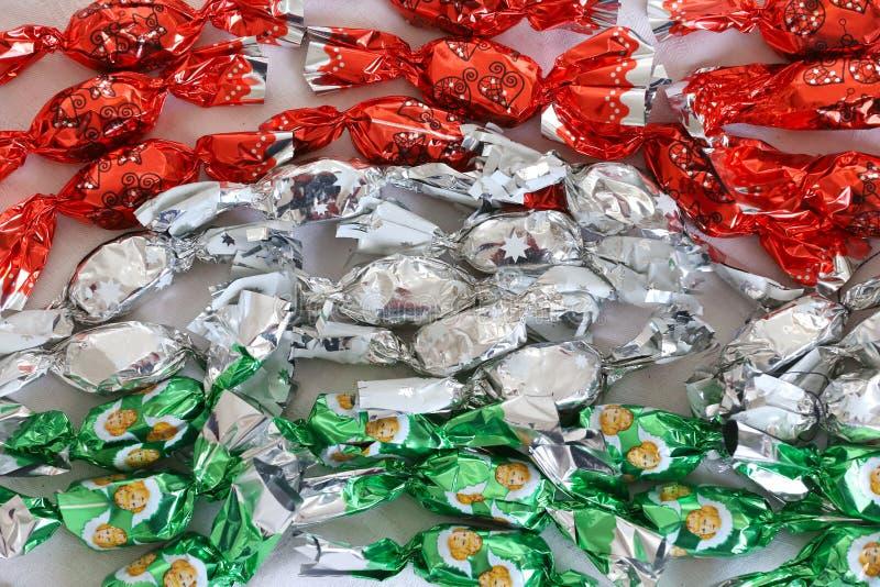 Fondente di dolcezza di Natale in metallo variopinto che si avvolge nei colori nazionali ungheresi fotografia stock libera da diritti