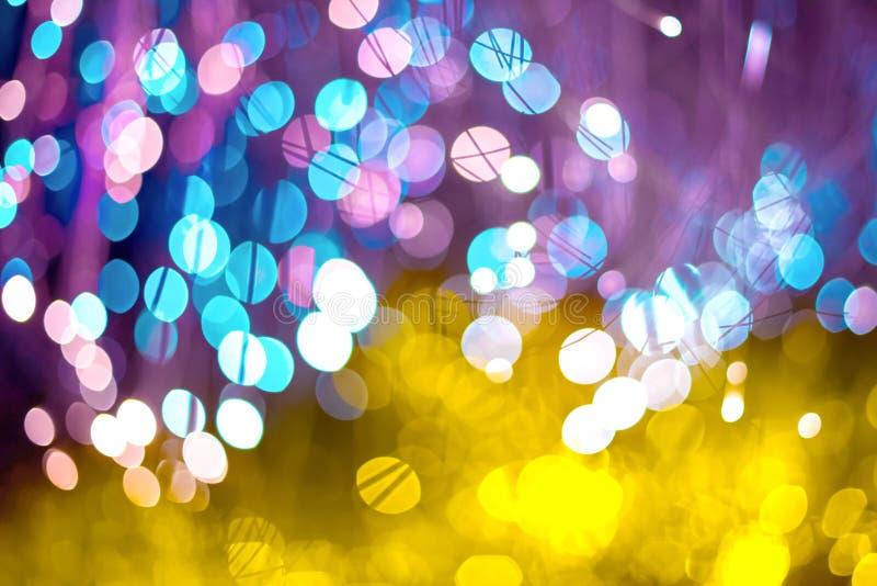 Fondo abstracto con el bokeh de neón de la textura de la fantasía El cumpleaños y el fondo festivo tienden el oro el ultravioleta imagenes de archivo