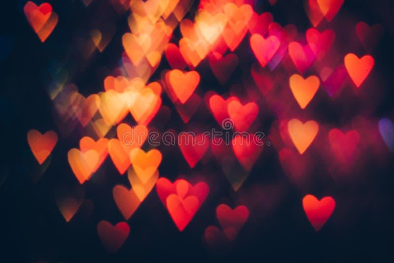 Fondo abstracto de corazones coloridos en el movimiento imagen de archivo libre de regalías