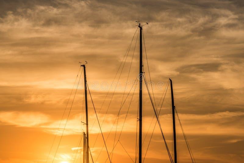 Fondo abstracto de la puesta del sol de yates imagen de archivo