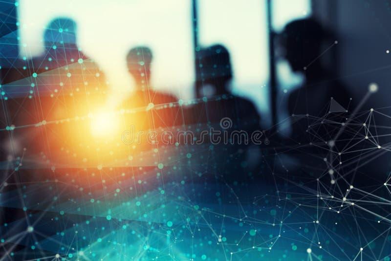 Fondo abstracto de la red de la conexión a internet con la silueta del equipo del negocio fotografía de archivo libre de regalías