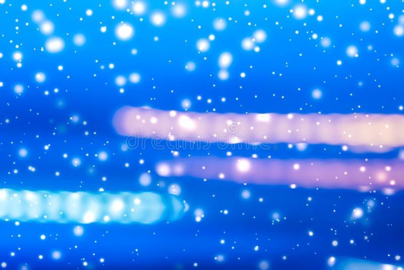 Fondo abstracto de las vacaciones de invierno, nieve que brilla intensamente y brillo brillante chispeante mágico ilustración del vector