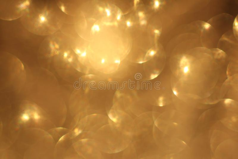 Fondo abstracto del bokeh de la Navidad de oro del brillo Contexto borroso de las chispas foto de archivo