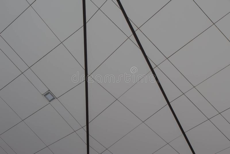 Fondo abstracto del color gris con las líneas negras foto de archivo