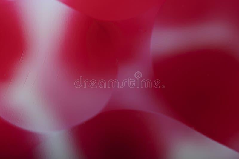 Fondo abstracto enmascarado Rojo con los c?rculos blancos y las l?neas onduladas de diversos tama?os ilustración del vector
