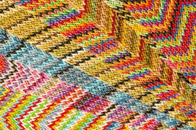 Fondo abstracto inconsútil multicolor de Zig Zag imágenes de archivo libres de regalías