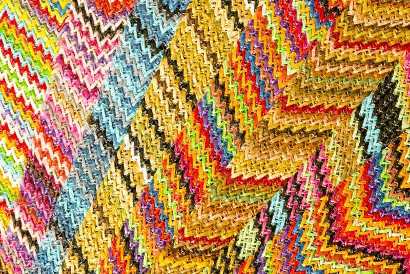 Fondo abstracto inconsútil multicolor de Zig Zag fotos de archivo
