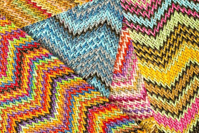 Fondo abstracto inconsútil multicolor de Zig Zag fotografía de archivo