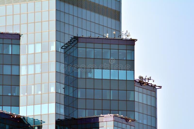 Fondo abstracto urbano, detalle de la fachada de cristal moderna, edificio del negocio de la oficina fotografía de archivo