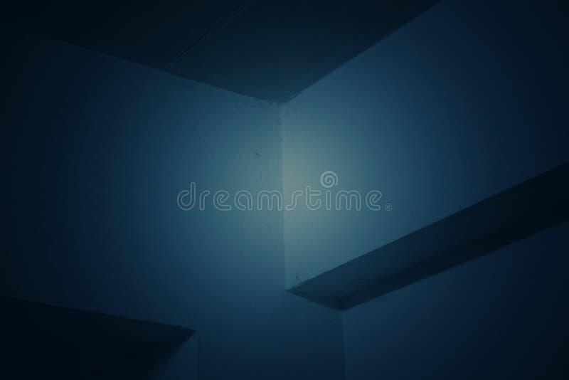 Fondo abstracto y azul marino del tono con los modelos y las líneas rectas de la esquina foto de archivo