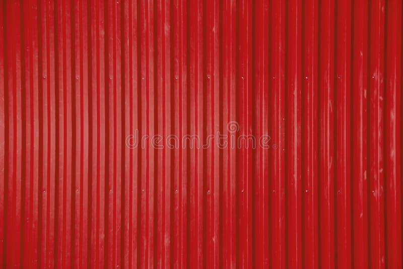 Fondo acanalado rojo de la textura de la hoja de metal fotos de archivo