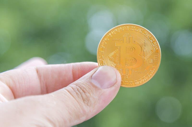 Fondo all'aperto di Bitcoin di valuta cripto Bitcoin è un modo moderno dello scambio e questa valuta cripto è mezzi convenienti d immagine stock