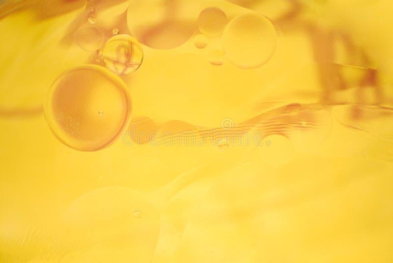 Fondo amarillo abstracto - aceite/agua imágenes de archivo libres de regalías