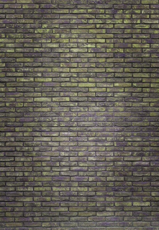 Fondo amarillo oscuro vertical de la pared de ladrillo, papel pintado Ladrillos verde oscuro modelo, textura foto de archivo