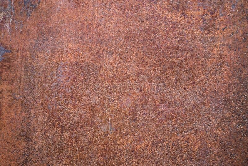 Fondo arrugginito consumato di struttura del metallo di marrone scuro immagine stock