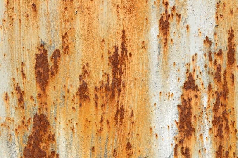 Fondo arrugginito del metallo con forma approssimativa marrone bianca arancio di rettangolo di struttura della pittura incrinata fotografia stock libera da diritti