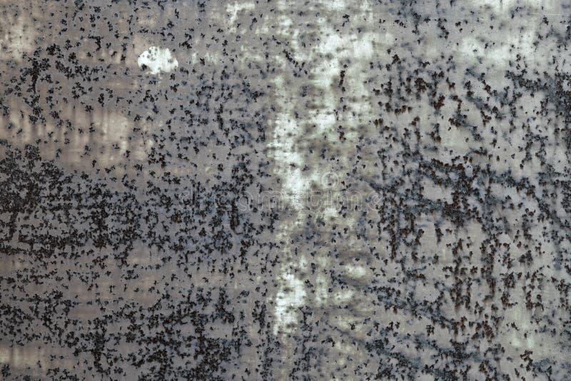 Fondo arrugginito grigio scuro di struttura del metallo Effetto d'annata immagine stock