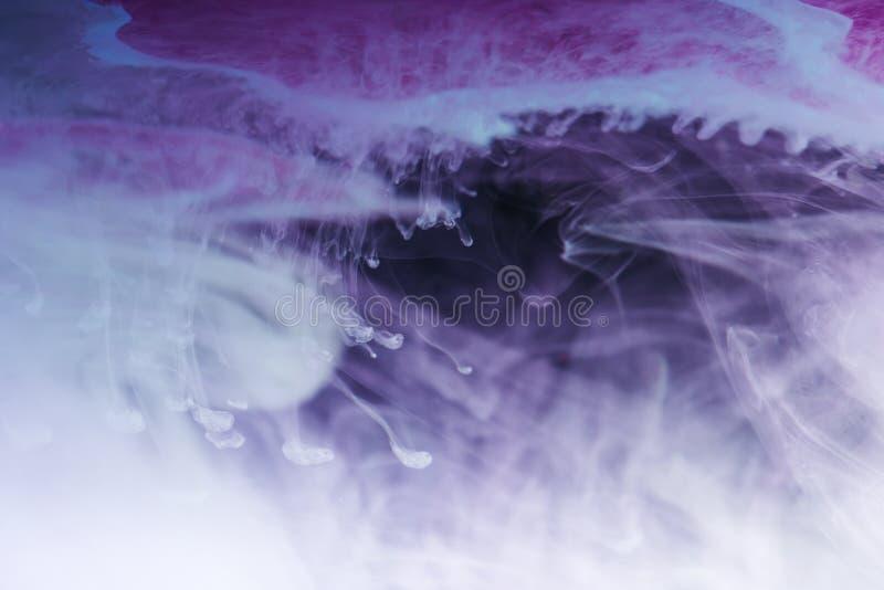 fondo artístico abstracto del azul, blanco y púrpura fotografía de archivo