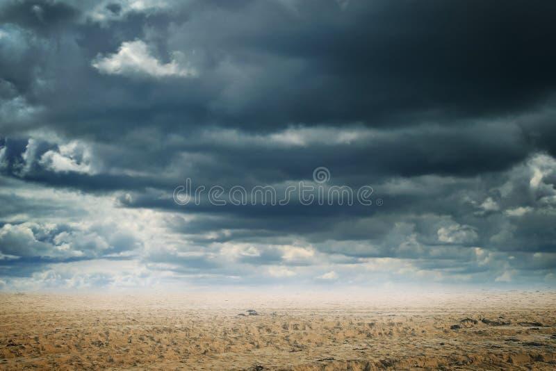 Fondo astratto del deserto e del cloudscape immagini stock libere da diritti